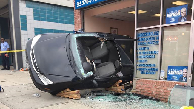 Car Slams Into Doctor S Office In Yonkers Driver Hurt Abc7ny Com