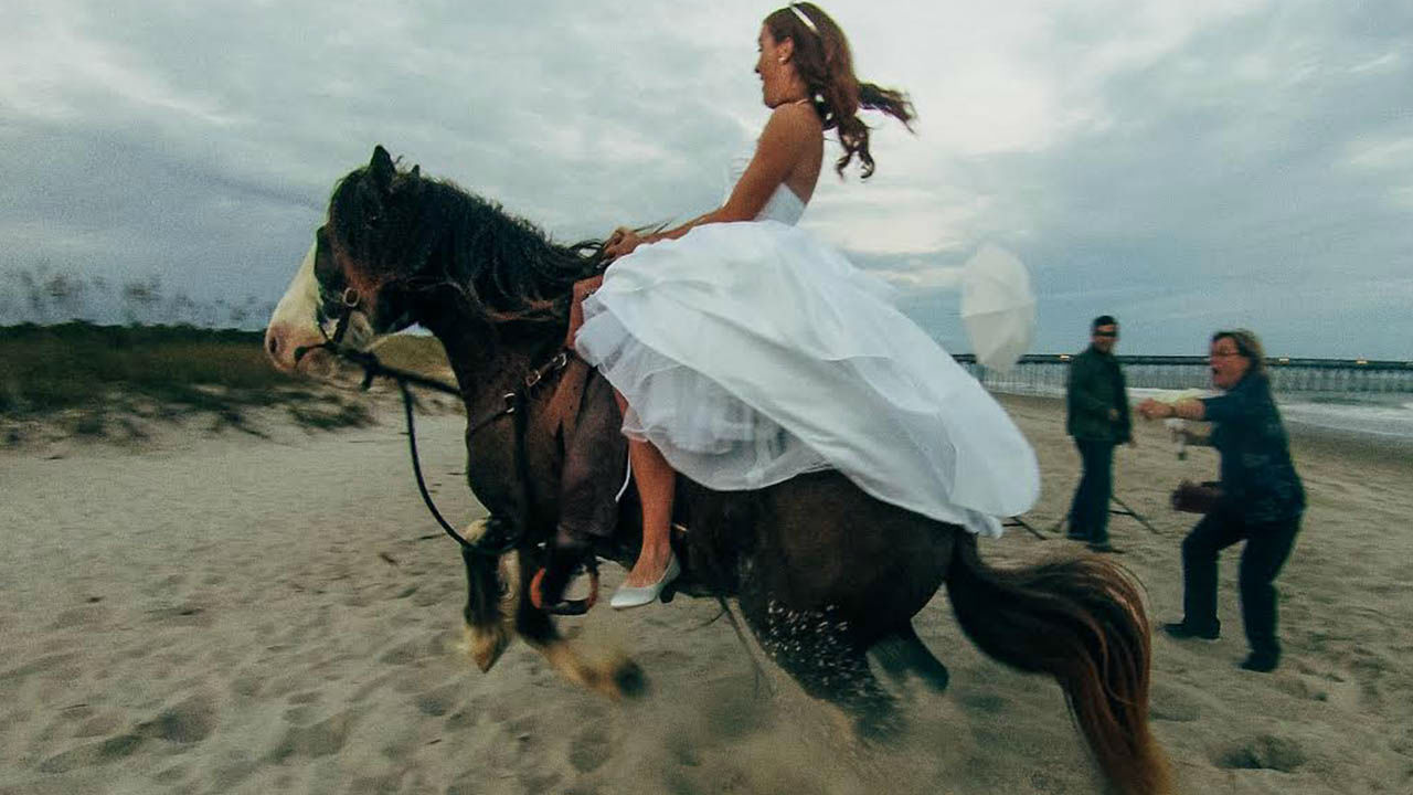 Dramatic Video Bride Is Thrown From A Horse During Wedding Photo Shoot Abc7 San Francisco