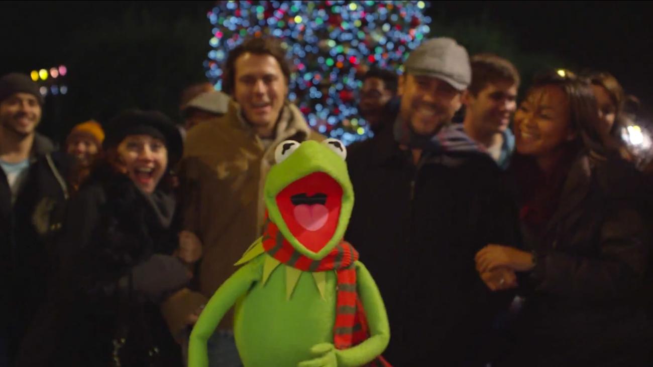 Kermit the Frog sings \