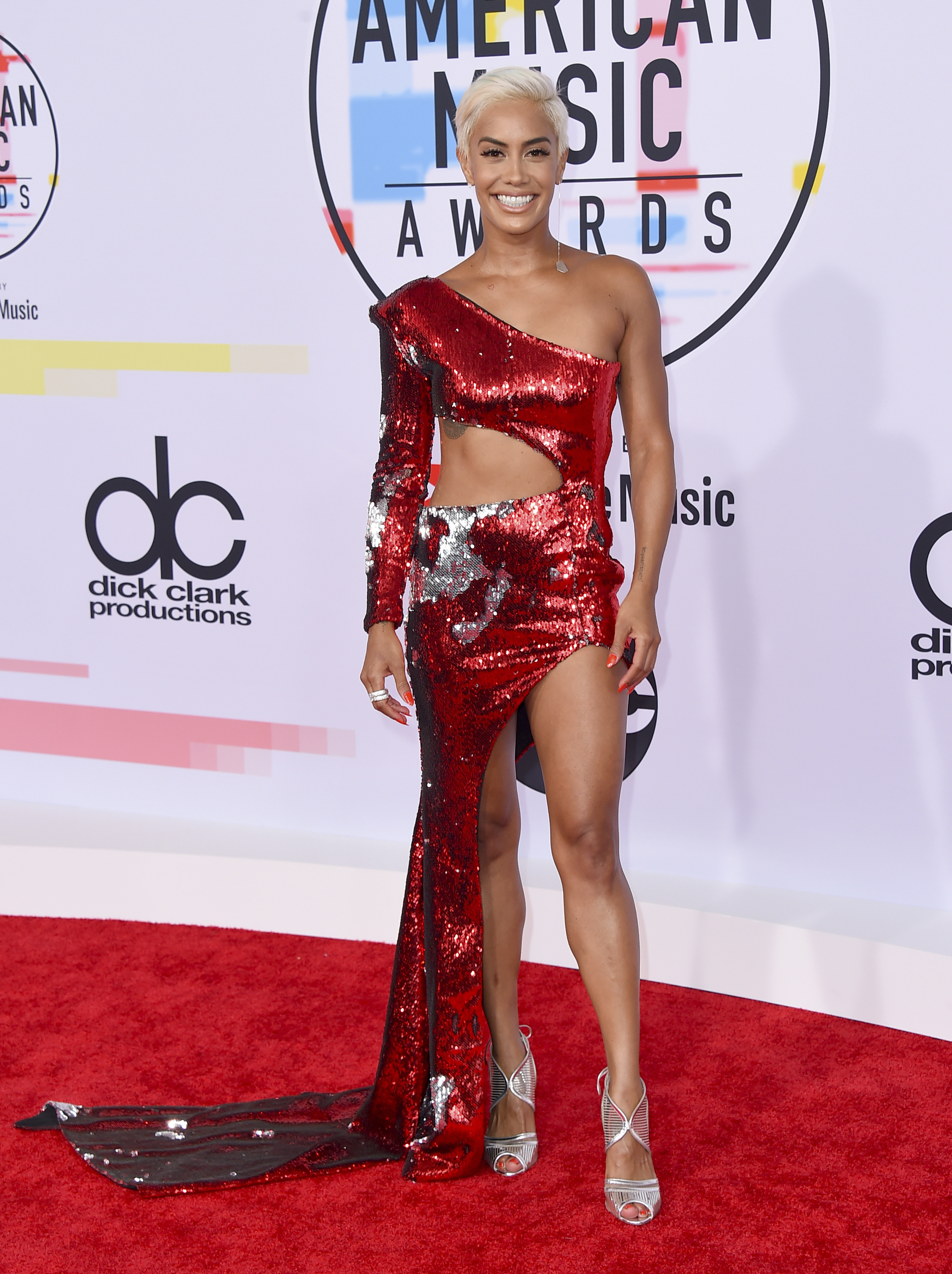 "<div class=""meta image-caption""><div class=""origin-logo origin-image ap""><span>AP</span></div><span class=""caption-text"">Sibley Scoles arrives at the American Music Awards on Tuesday, Oct. 9, 2018, at the Microsoft Theater in Los Angeles. (Jordan Strauss/Invision/AP)</span></div>"