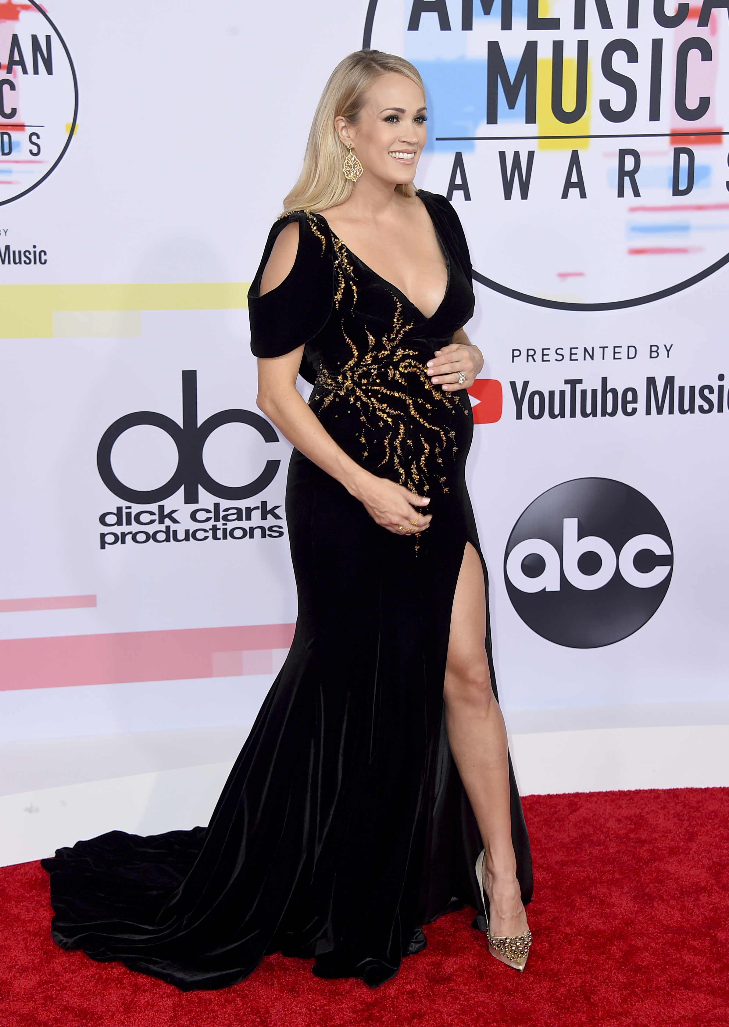 "<div class=""meta image-caption""><div class=""origin-logo origin-image none""><span>none</span></div><span class=""caption-text"">Carrie Underwood arrives at the American Music Awards on Tuesday, Oct. 9, 2018, at the Microsoft Theater in Los Angeles. (Jordan Strauss/Invision/AP)</span></div>"
