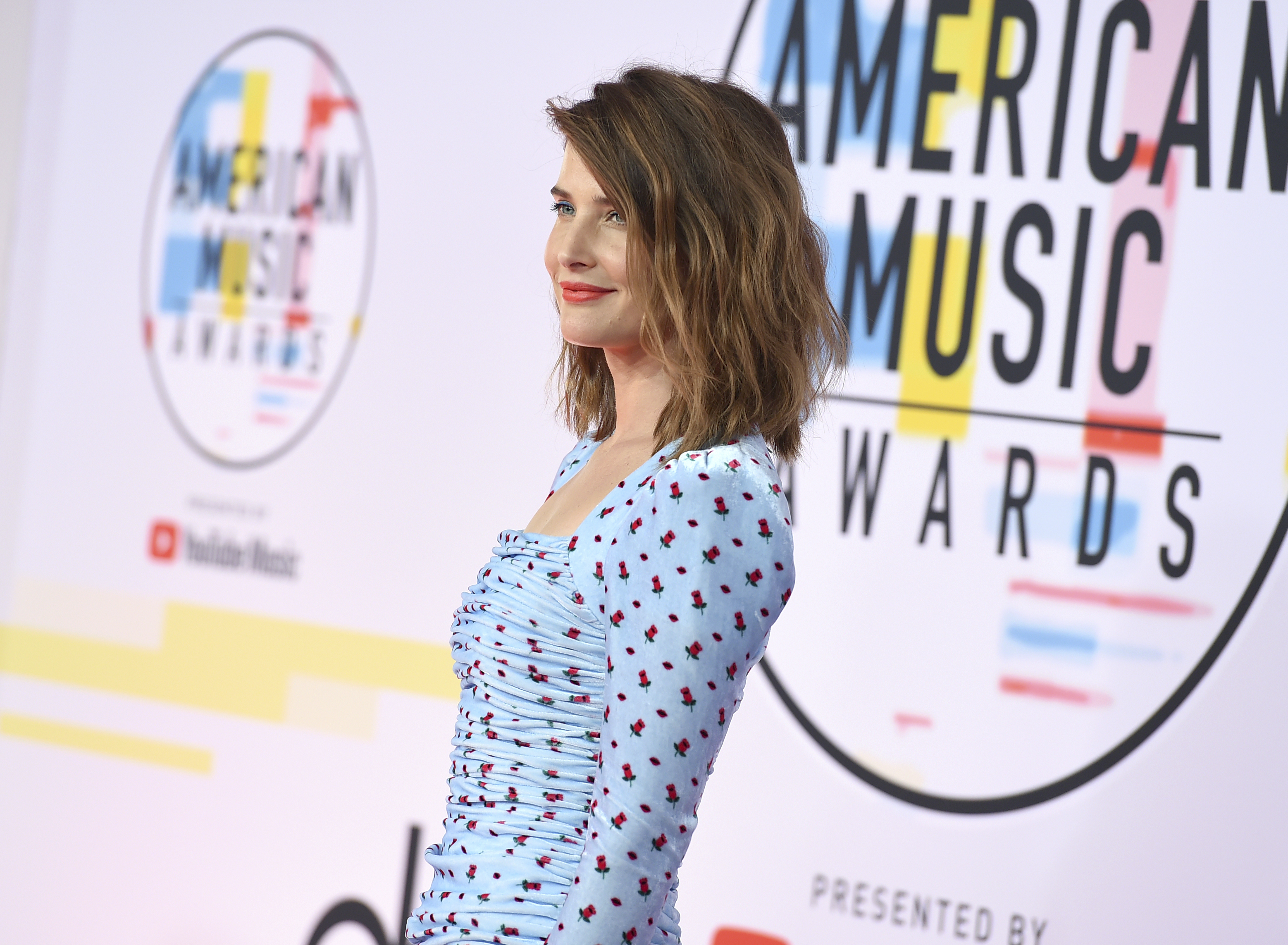 "<div class=""meta image-caption""><div class=""origin-logo origin-image none""><span>none</span></div><span class=""caption-text"">Cobie Smulders arrives at the American Music Awards on Tuesday, Oct. 9, 2018, at the Microsoft Theater in Los Angeles. (Jordan Strauss/Invision/AP)</span></div>"