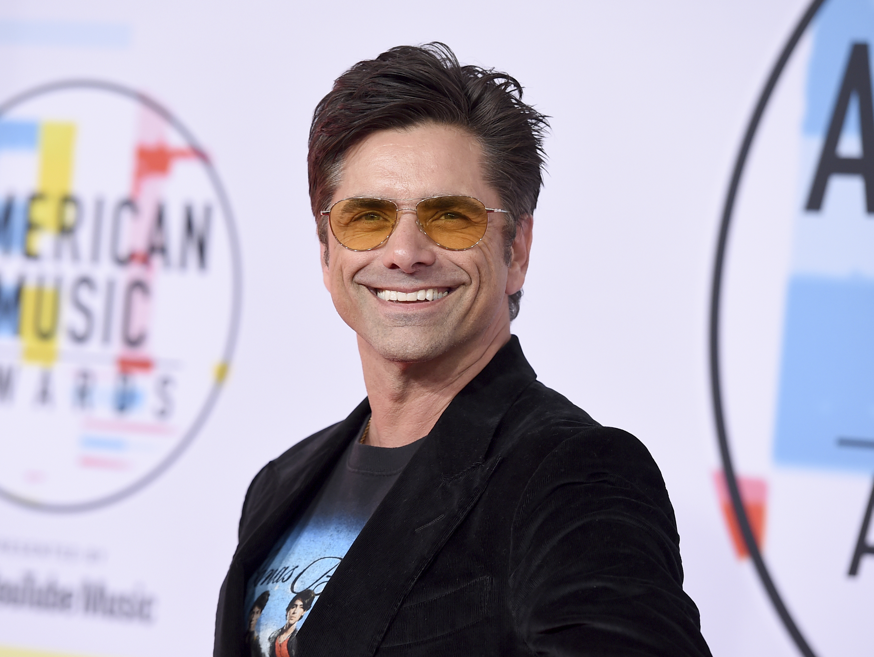 "<div class=""meta image-caption""><div class=""origin-logo origin-image none""><span>none</span></div><span class=""caption-text"">John Stamos arrives at the American Music Awards on Tuesday, Oct. 9, 2018, at the Microsoft Theater in Los Angeles. (Jordan Strauss/Invision/AP)</span></div>"