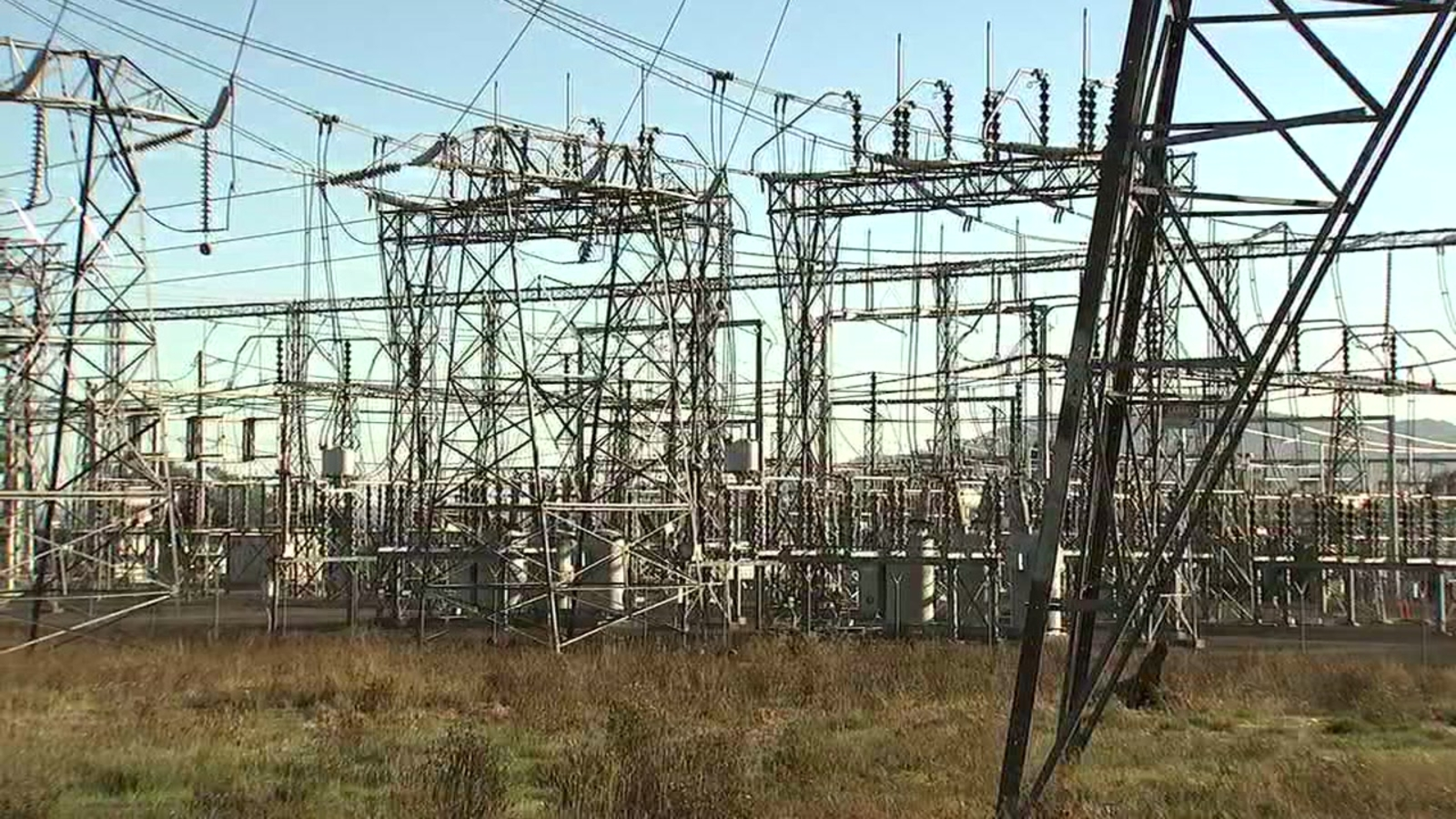 PG&E shuts down power to some East Bay and North Bay customers because of  fire danger