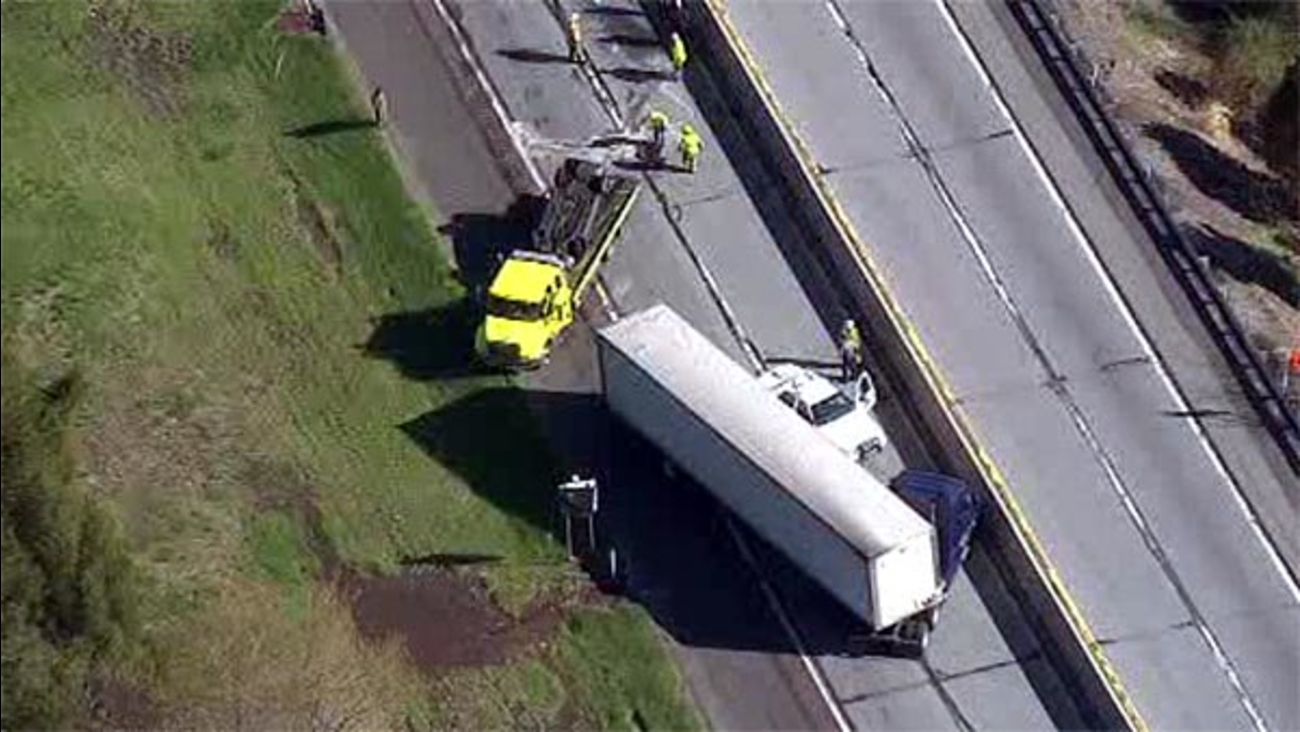 NE Extension of Pennsylvania Turnpike reopens after tractor