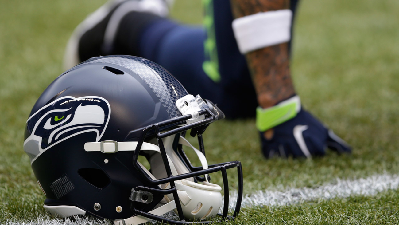 bb2522cf8 Fan gets incredible Christmas gift from the Seattle Seahawks ...