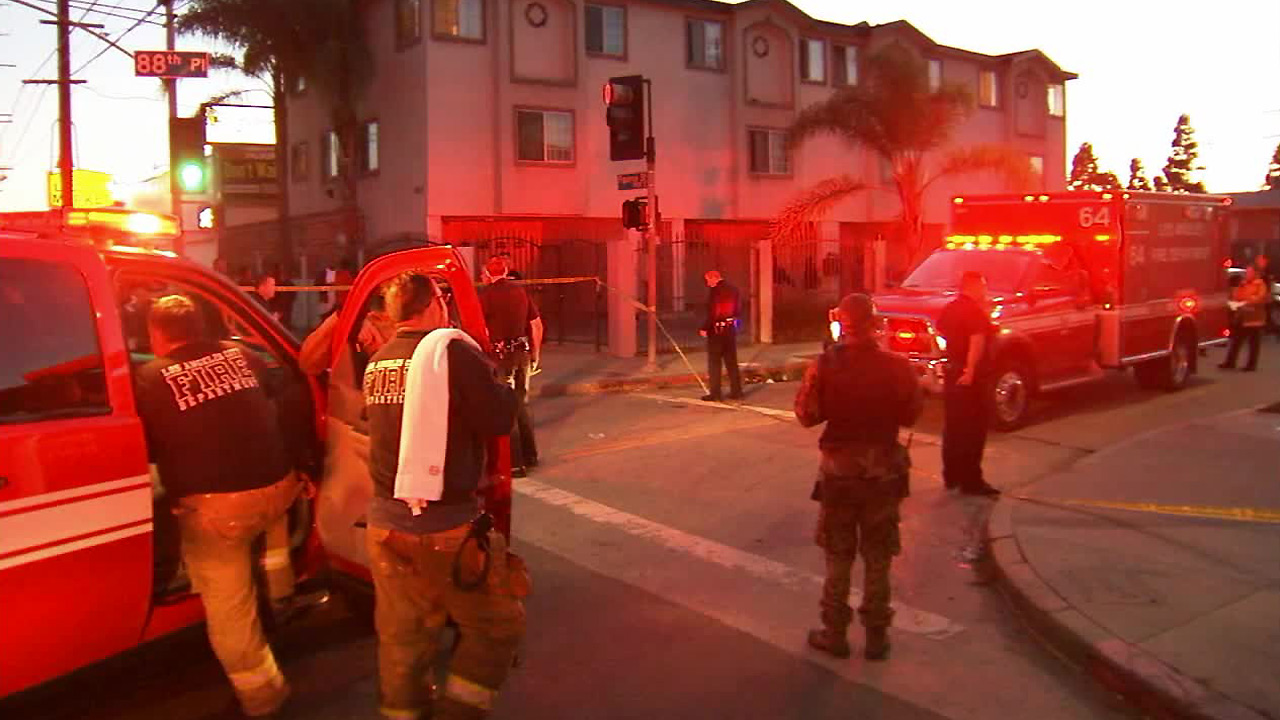 1 Killed 3 Injured In South LA Shooting Suspect Sought