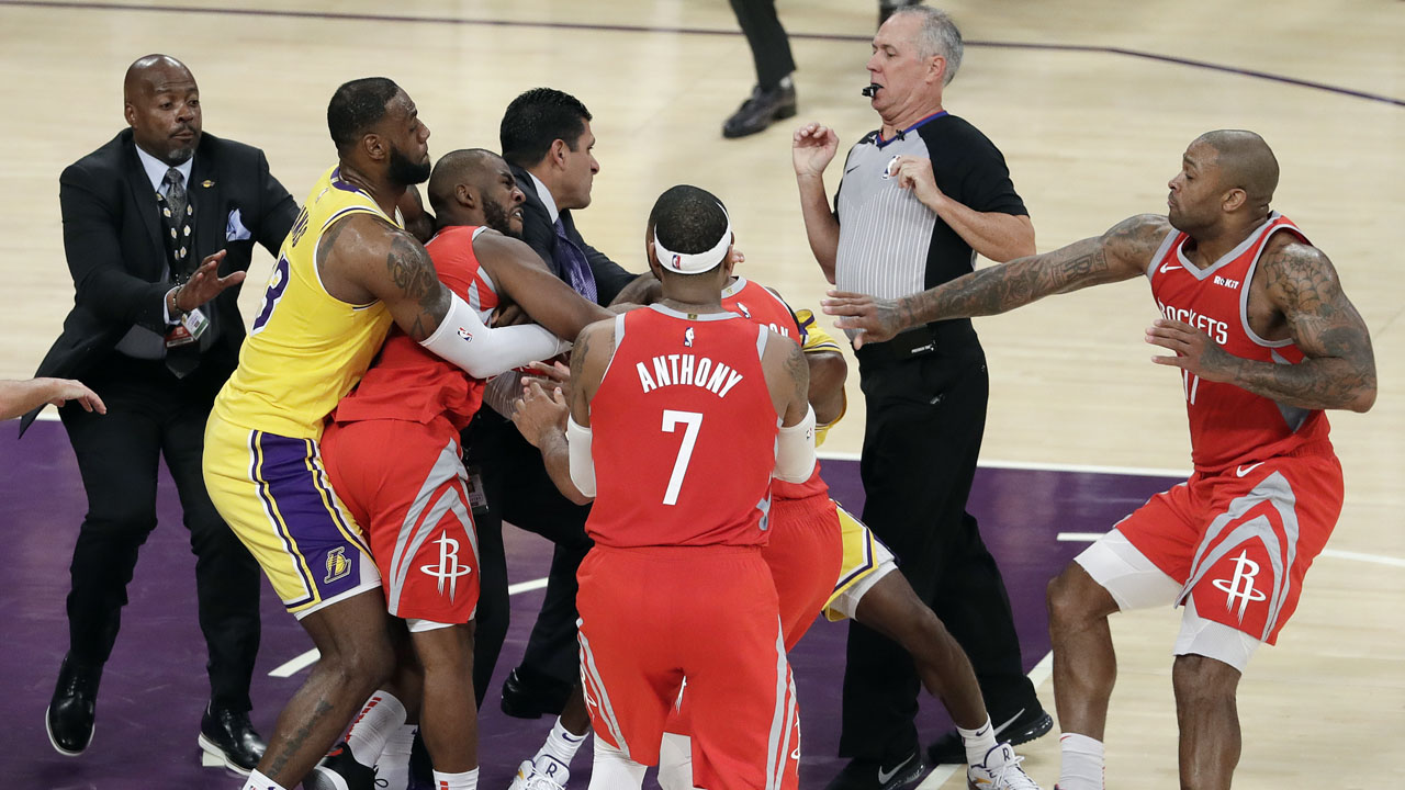 Fight Breaks Out During Rockets Lakers Game When Punches Thrown On Court Abc Com