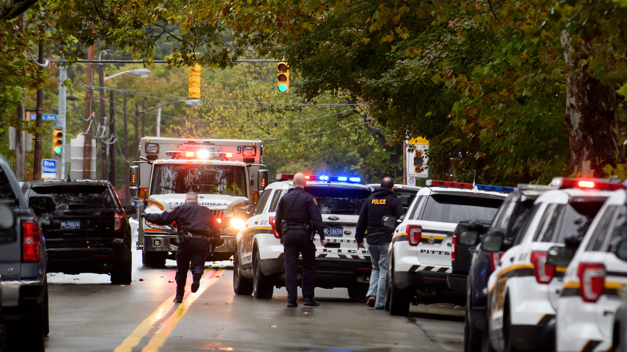 "<div class=""meta image-caption""><div class=""origin-logo origin-image wpvi""><span>wpvi</span></div><span class=""caption-text"">Police rapid response team members respond to the site of a shooting at the Tree of Life Synagogue in Pittsburgh, Pennsylvania. (Jeff Swensen/Getty Images)</span></div>"