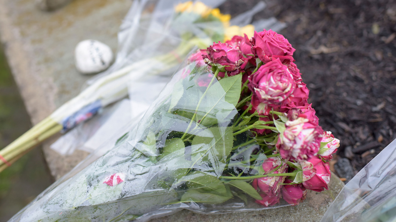 "<div class=""meta image-caption""><div class=""origin-logo origin-image wpvi""><span>wpvi</span></div><span class=""caption-text"">Flowers are left on a sidewalk after a shooting at the Tree of Life Synagogue at Squirrel Hill, Pennsylvania on October 27, 2018. (Dustin Franz/AFP/Getty Images)</span></div>"