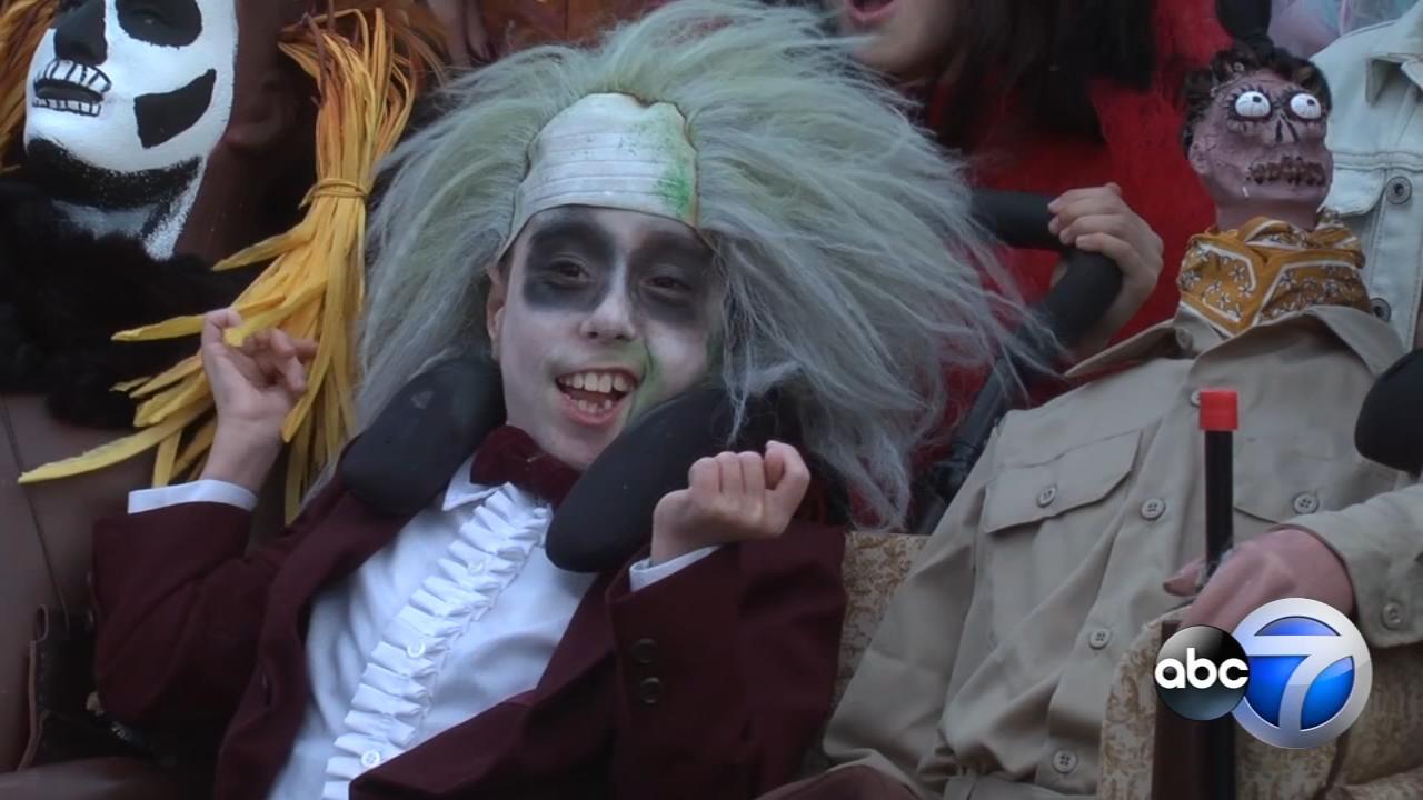 watch: illinois beetlejuice halloween costume star anthony alfano