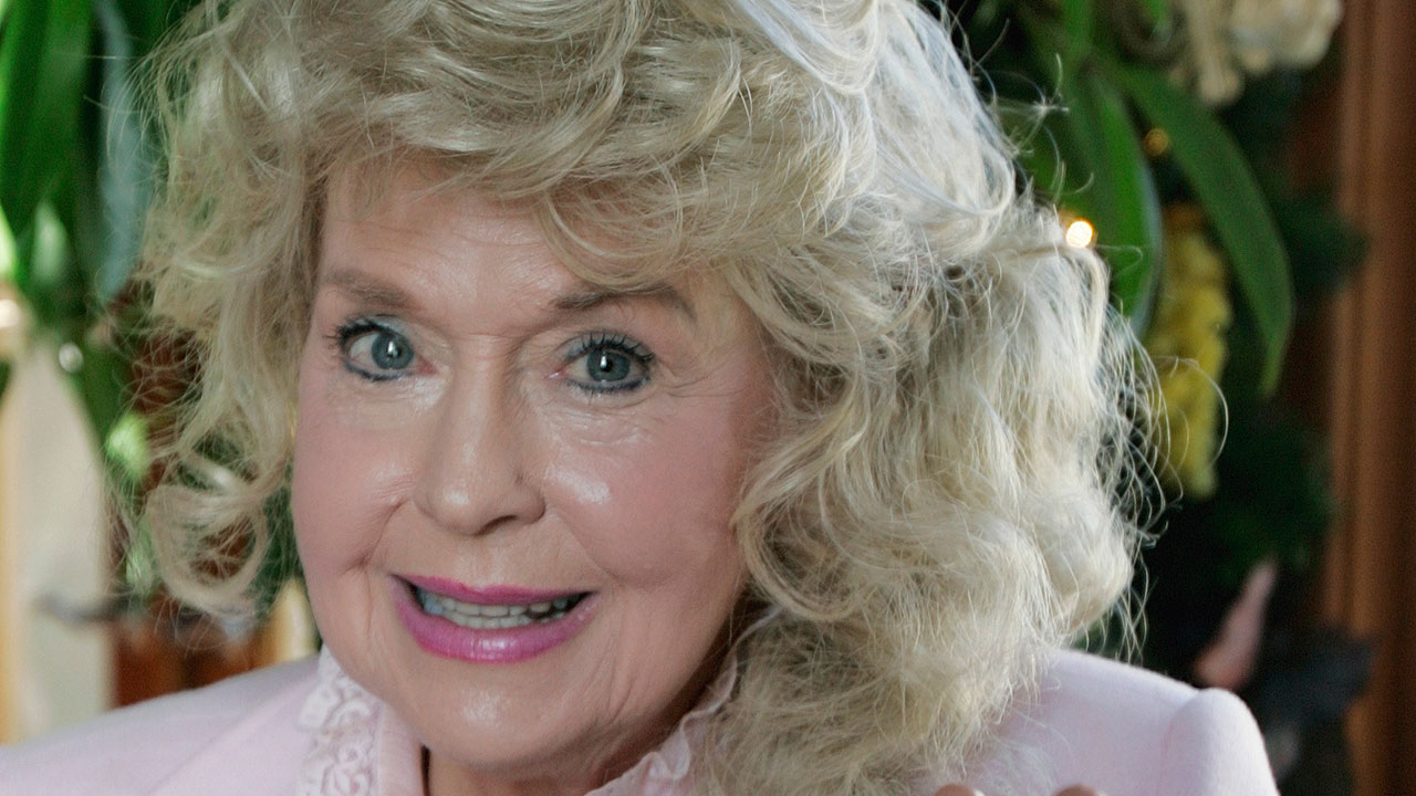 "Actress Donna Douglas, a 1960s TV icon who played Elly May Clampett on ""The Beverly Hillbillies,"" died on Thursday, Jan. 1, 2015. (AP Photo)"