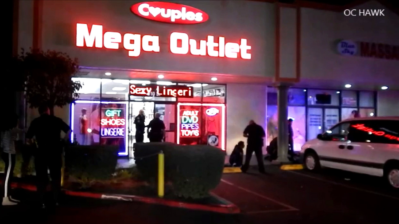 Anaheim police respond to an attempted robbery at an adult bookstore in Anaheim on Saturday, Jan. 3, 2014.