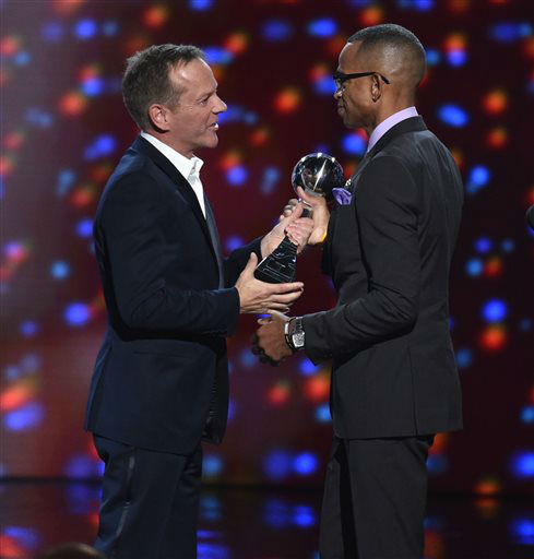 "<div class=""meta image-caption""><div class=""origin-logo origin-image ""><span></span></div><span class=""caption-text"">Kiefer Sutherland presents the Jimmy V award for perseverance to Stuart Scott at the ESPY Awards July 16, 2014, in Los Angeles. (Photo by John Shearer/Invision/AP) (Photo/John Shearer)</span></div>"