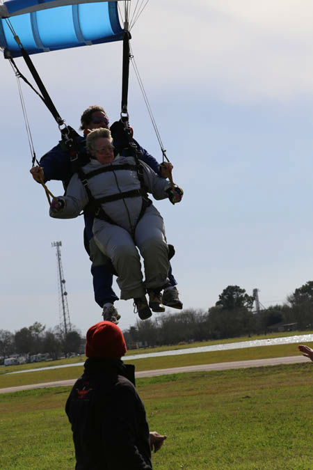 "<div class=""meta image-caption""><div class=""origin-logo origin-image ""><span></span></div><span class=""caption-text"">Photos from Mayor Parker's skydive Sunday morning (Photo/City of Houston)</span></div>"