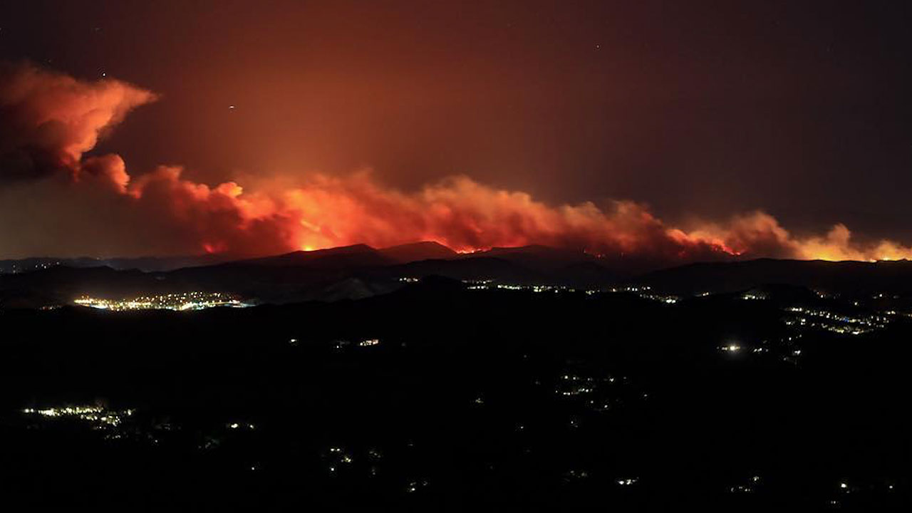 <div class='meta'><div class='origin-logo' data-origin='none'></div><span class='caption-text' data-credit='Myhealthguy/Instagram'>This photo of the Woolsey fire was taken near Hidden Hills, California.</span></div>