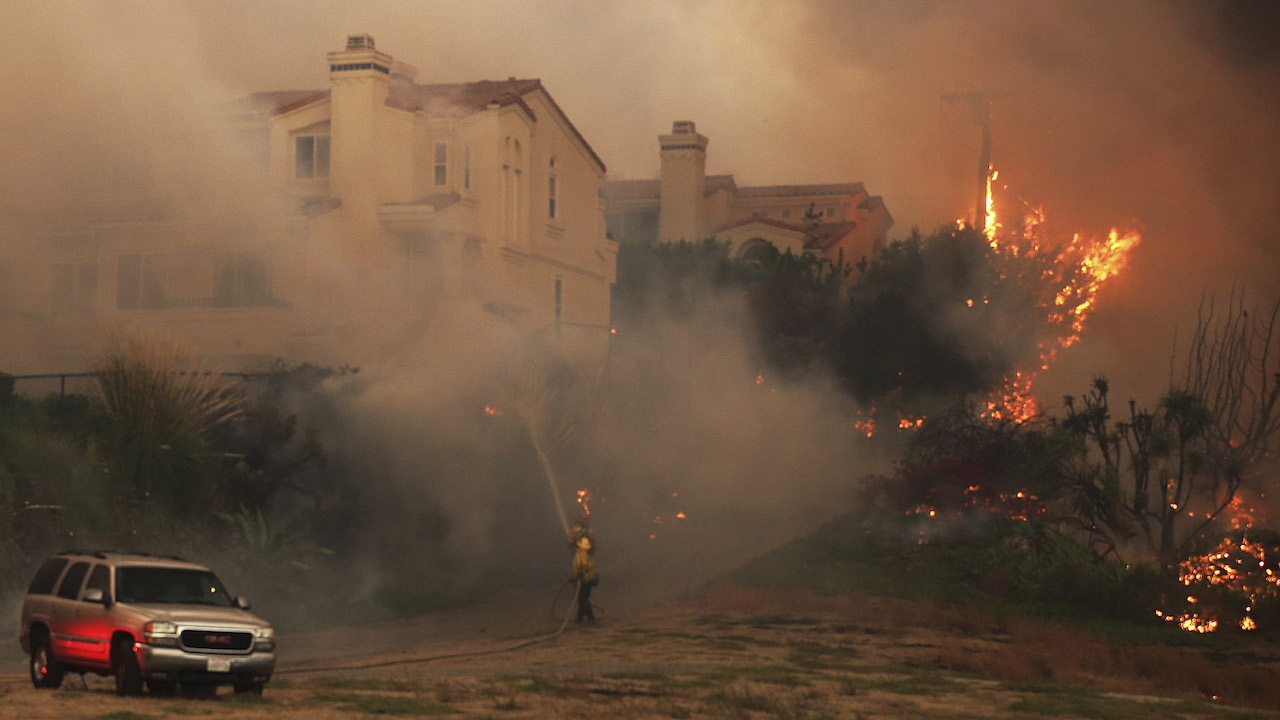 <div class='meta'><div class='origin-logo' data-origin='AP'></div><span class='caption-text' data-credit='AP Photo/Reed Saxon'>Firefighters struggle to keep flames from a condominium complex on Pacific Coast Highway in the Point Dume area of Malibu, Calif., Friday, Nov. 9, 2018.</span></div>