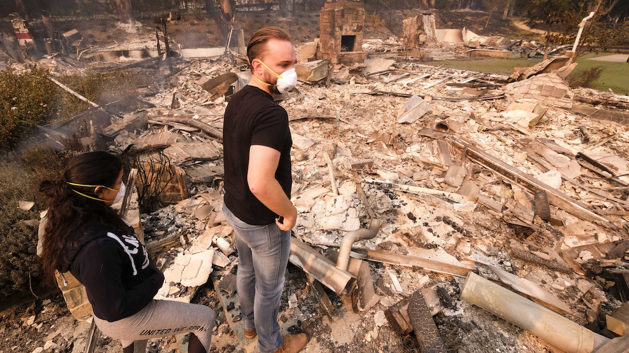 <div class='meta'><div class='origin-logo' data-origin='AP'></div><span class='caption-text' data-credit='AP Photo/Ringo H.W. Chiu'>Alexander Tobolsky, right, and his girl friend Dina Arias, return to his home where burned out by the fire in Malibu, Calif., Saturday, Nov. 10, 2018.</span></div>