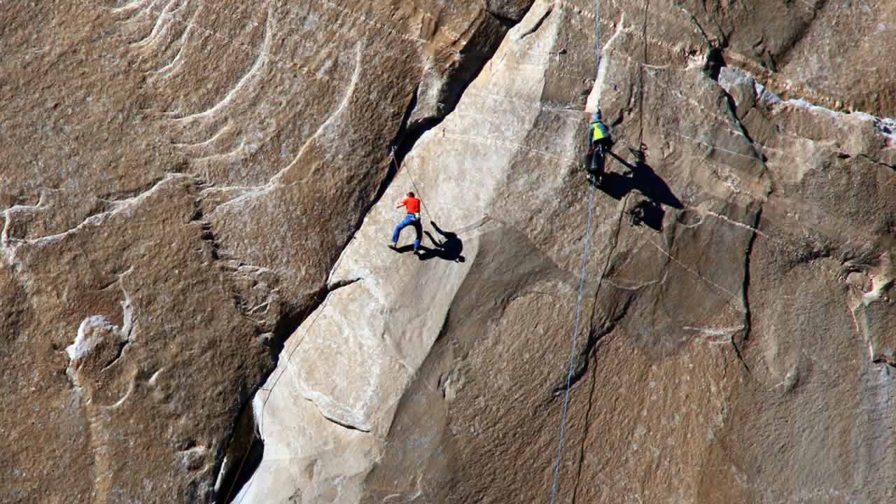 In this Dec. 28, 2014 photo provided by Tom Evans, Tommy Caldwell ascends what is known as pitch 10  during a free climb of a El Capitan in Yosemite National Park. (AP Photo/Tom Evans, elcapreport)