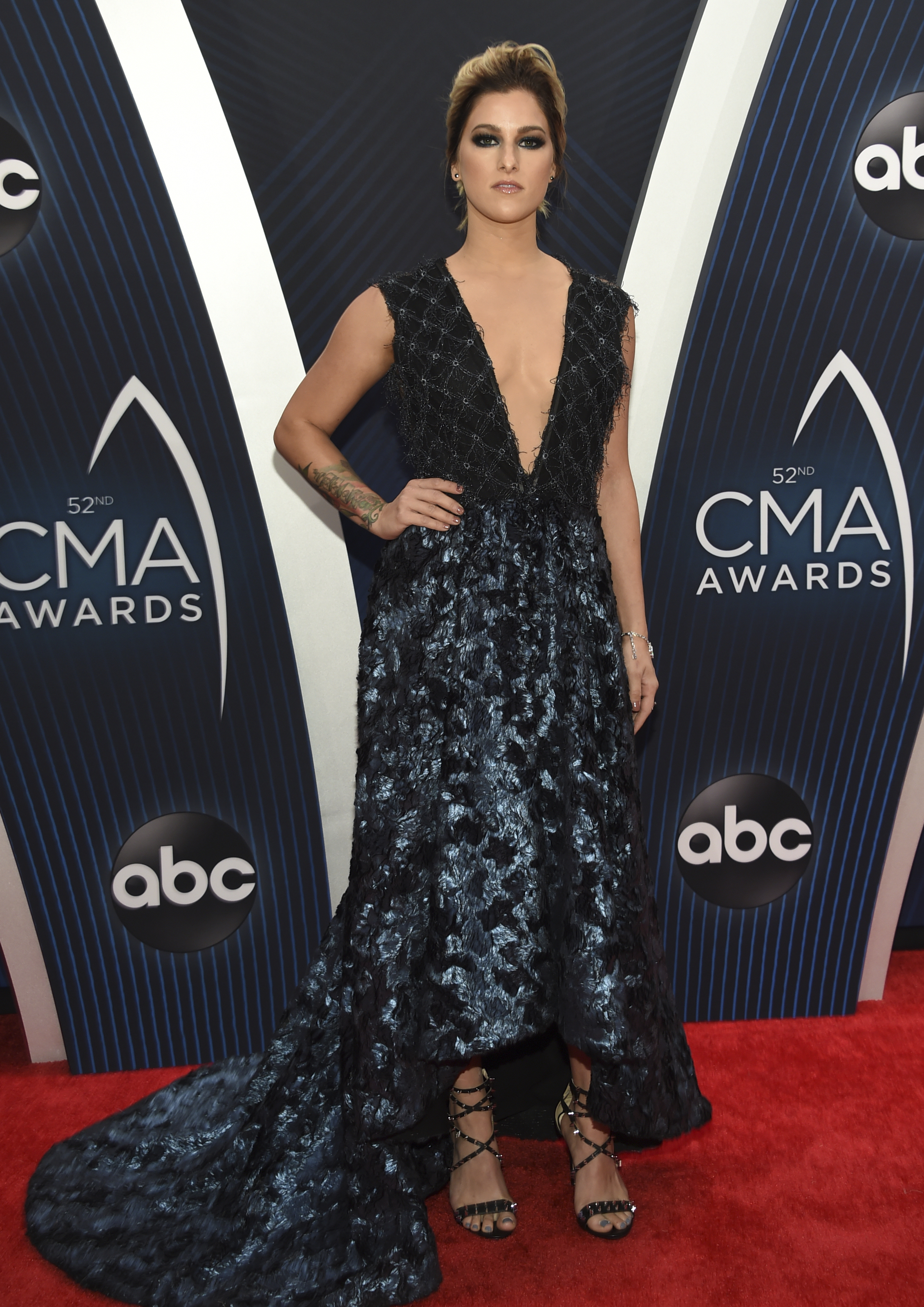 "<div class=""meta image-caption""><div class=""origin-logo origin-image ap""><span>AP</span></div><span class=""caption-text"">Cassadee Pope arrives at the 52nd annual CMA Awards at Bridgestone Arena on Wednesday, Nov. 14, 2018, in Nashville, Tenn. (Photo by Evan Agostini/Invision/AP) (Evan Agostini/Invision/AP)</span></div>"