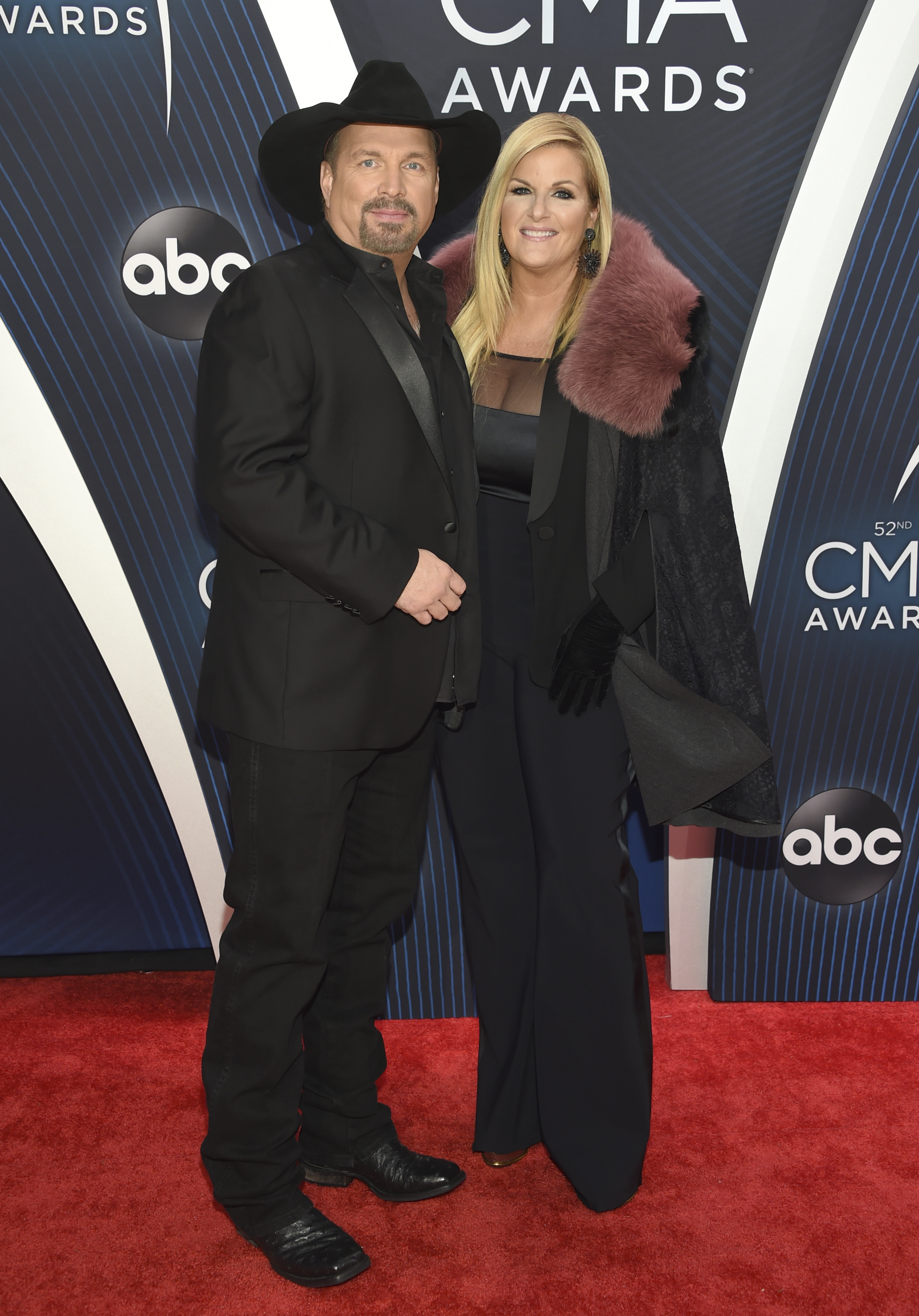"<div class=""meta image-caption""><div class=""origin-logo origin-image ap""><span>AP</span></div><span class=""caption-text"">Garth Brooks, left, and Trisha Yearwood arrive at the 52nd annual CMA Awards at Bridgestone Arena on Wednesday, Nov. 14, 2018, in Nashville. (Photo by Evan Agostini/Invision/AP) (Evan Agostini/Invision/AP)</span></div>"