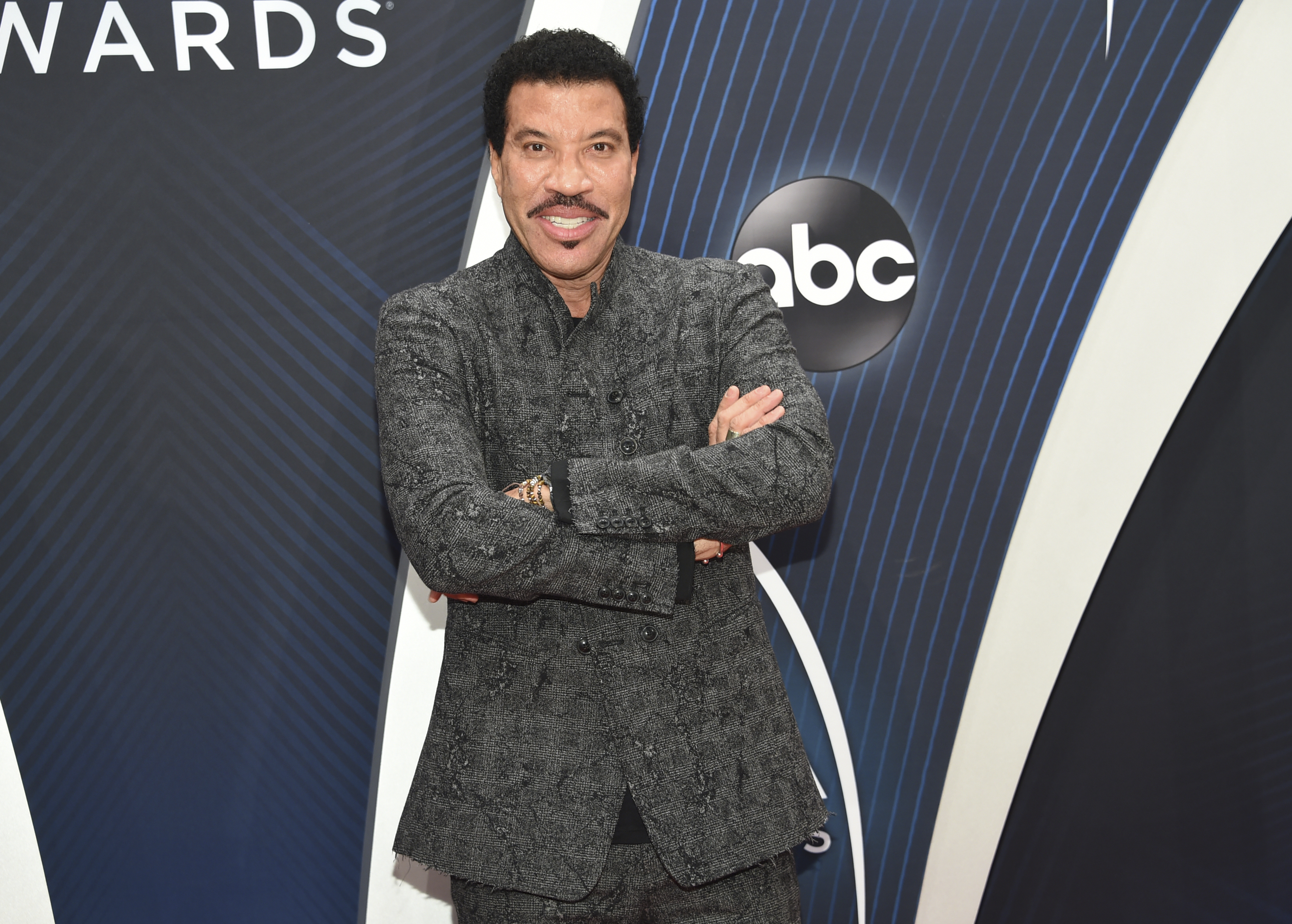 "<div class=""meta image-caption""><div class=""origin-logo origin-image ap""><span>AP</span></div><span class=""caption-text"">Lionel Richie arrives at the 52nd annual CMA Awards at Bridgestone Arena on Wednesday, Nov. 14, 2018, in Nashville, Tenn. (Photo by Evan Agostini/Invision/AP) (Evan Agostini/Invision/AP)</span></div>"