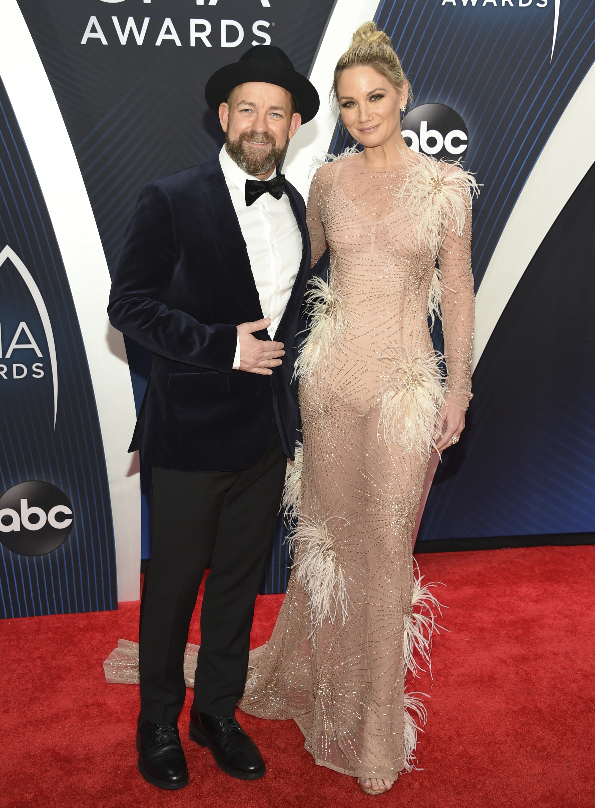 "<div class=""meta image-caption""><div class=""origin-logo origin-image ap""><span>AP</span></div><span class=""caption-text"">Kristian Bush, left, and Jennifer Nettles, of Sugarland, arrive at the 52nd annual CMA Awards on Wednesday, Nov. 14, 2018, in Nashville, Tenn. (Photo by Evan Agostini/Invision/AP) (Evan Agostini/Invision/AP)</span></div>"