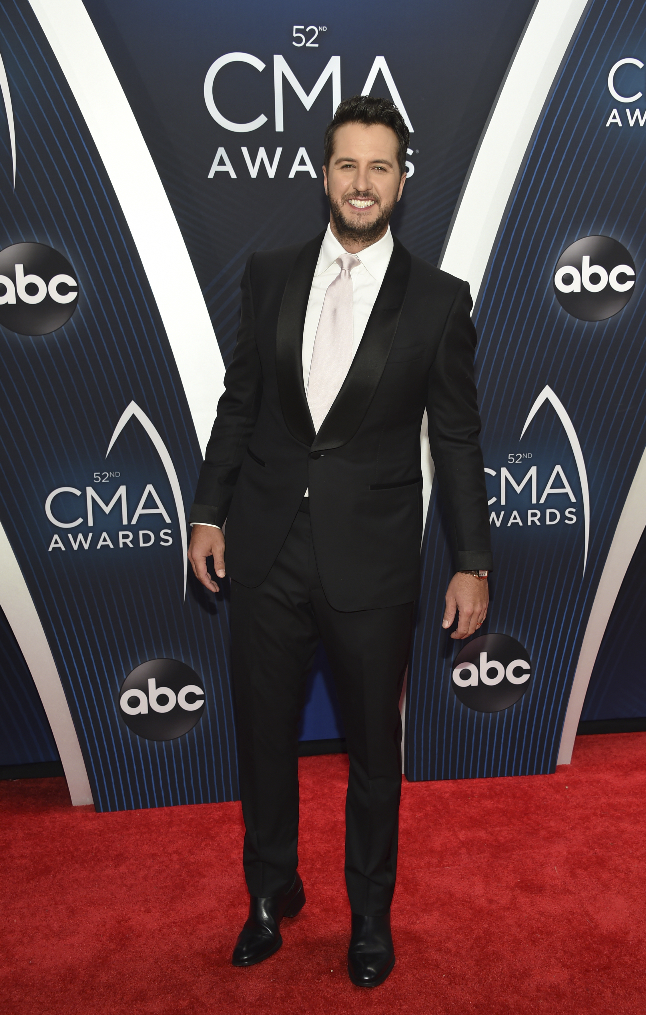 "<div class=""meta image-caption""><div class=""origin-logo origin-image ap""><span>AP</span></div><span class=""caption-text"">Luke Bryan arrives at the 52nd annual CMA Awards at Bridgestone Arena on Wednesday, Nov. 14, 2018, in Nashville, Tenn. (Photo by Evan Agostini/Invision/AP) (Evan Agostini/Invision/AP)</span></div>"