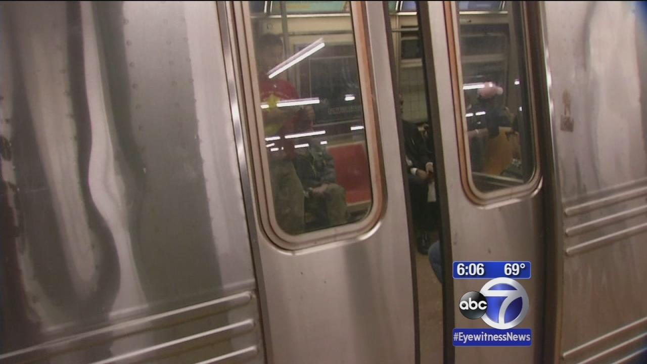 New rail break plagues subway service