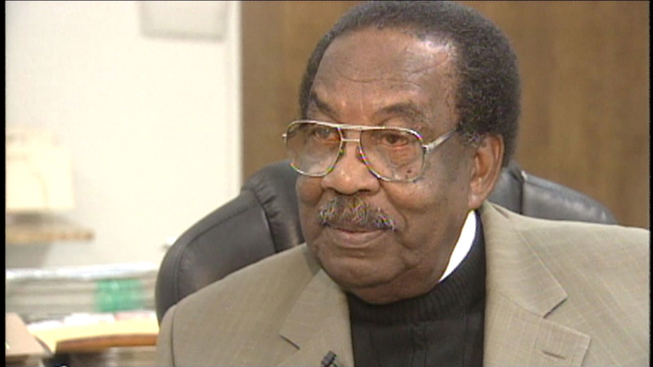Les Kimber, a prominent leader of Fresno's African American community, has died after a recent illness.