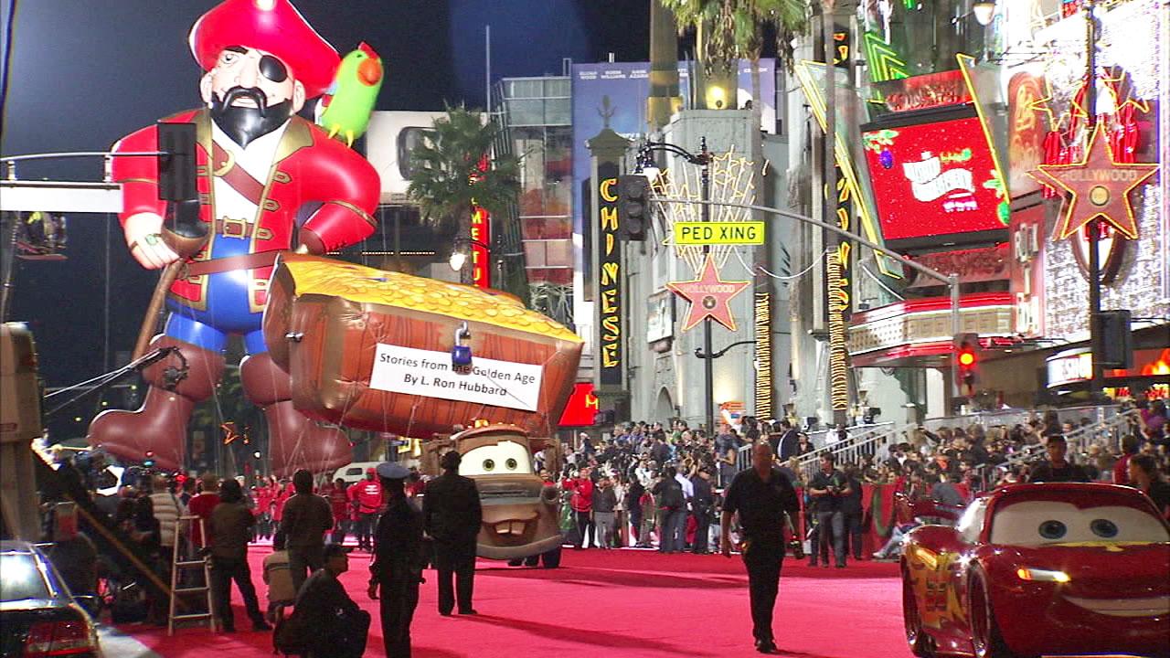 Hollywood Christmas Parade 2019.Final Preps Underway For 87th Annual Hollywood Christmas Parade
