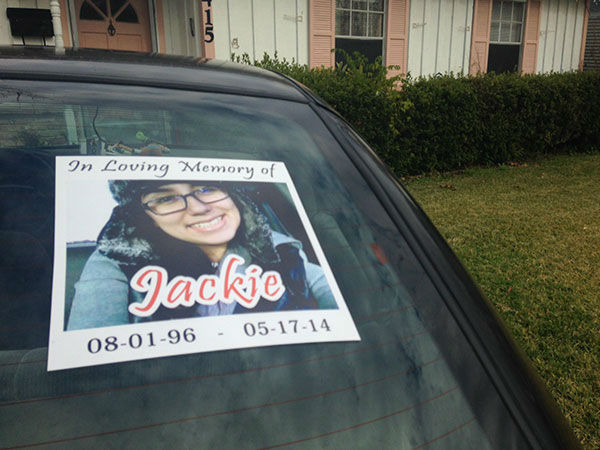 """<div class=""""meta image-caption""""><div class=""""origin-logo origin-image """"><span></span></div><span class=""""caption-text"""">This is a photo on Gomez's mother's car to remember her daughter (Photo/ABC-13)</span></div>"""