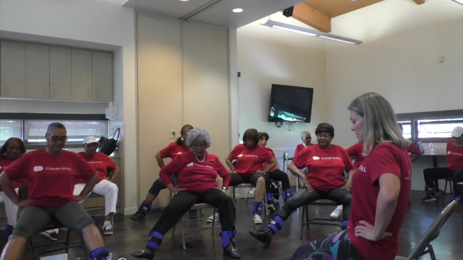 Socal Community Fitness Class Helps Seniors Stay Active Connected Abc7 Los Angeles