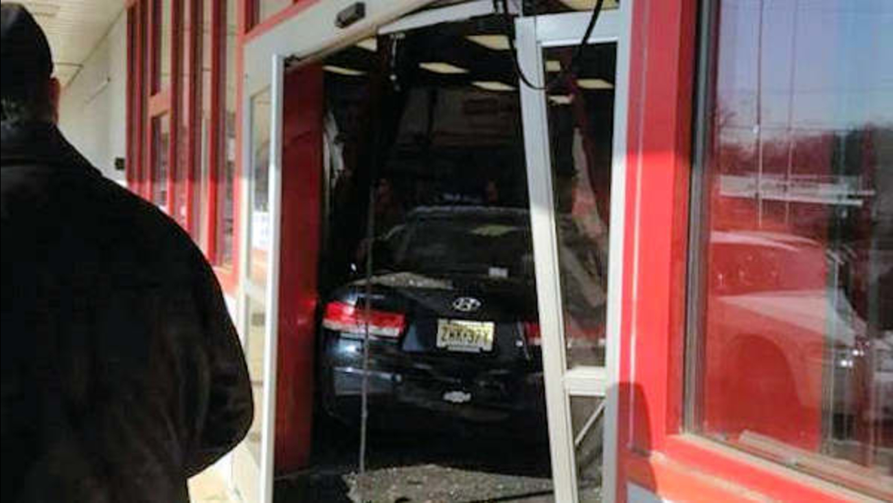 car into staples middletown