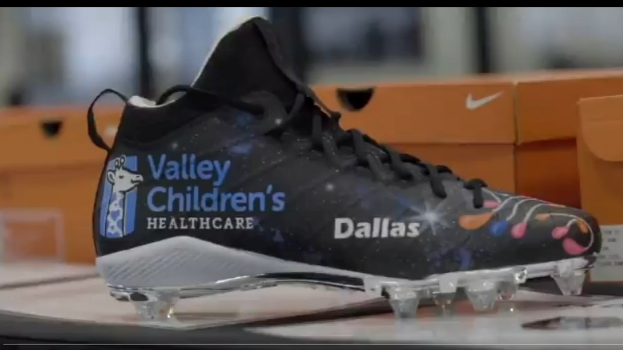 2a117aafb4e2 Derek Carr will wear Valley Children's custom cleats during Sunday's game  for charity program