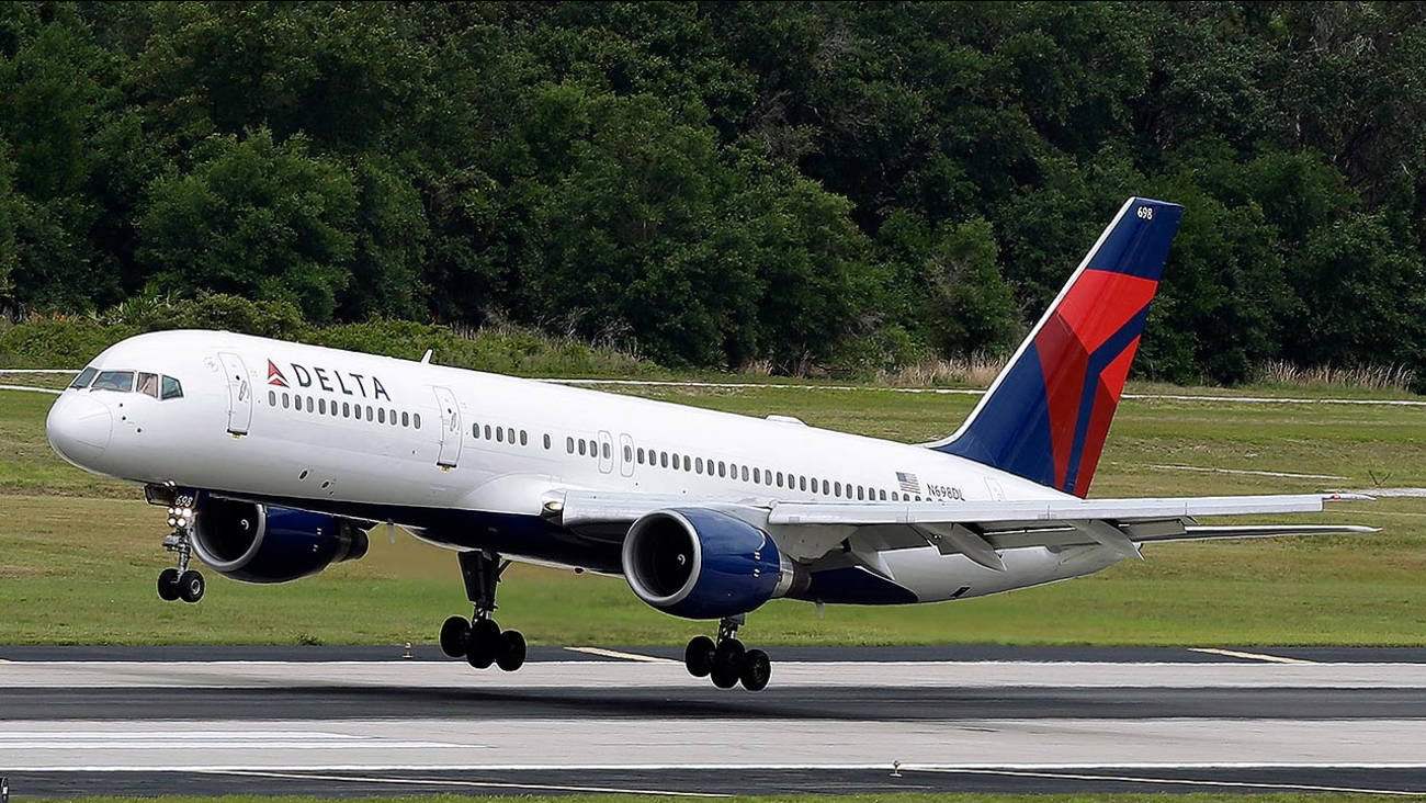 A Delta Air Lines Boeing 757-232 lands at Tampa International Airport in Tampa, Fla.