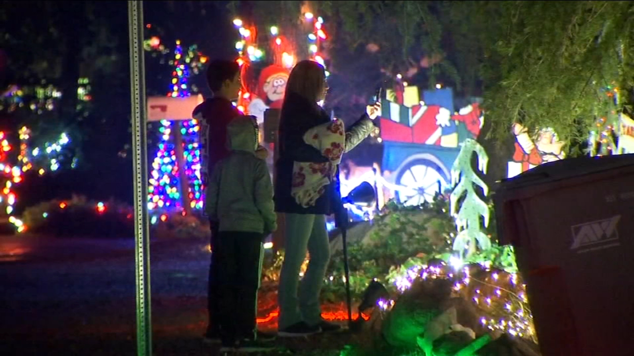 96th Annual Christmas Tree Lane Opens For Valley Natives Newcomers