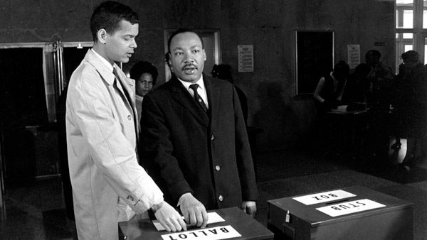 <div class='meta'><div class='origin-logo' data-origin='none'></div><span class='caption-text' data-credit='AP'>Julian Bond and Dr. Martin Luther King Jr. casting their ballots to fill Bond's vacant seat in the U.S. House of Representatives in Atlanta</span></div>