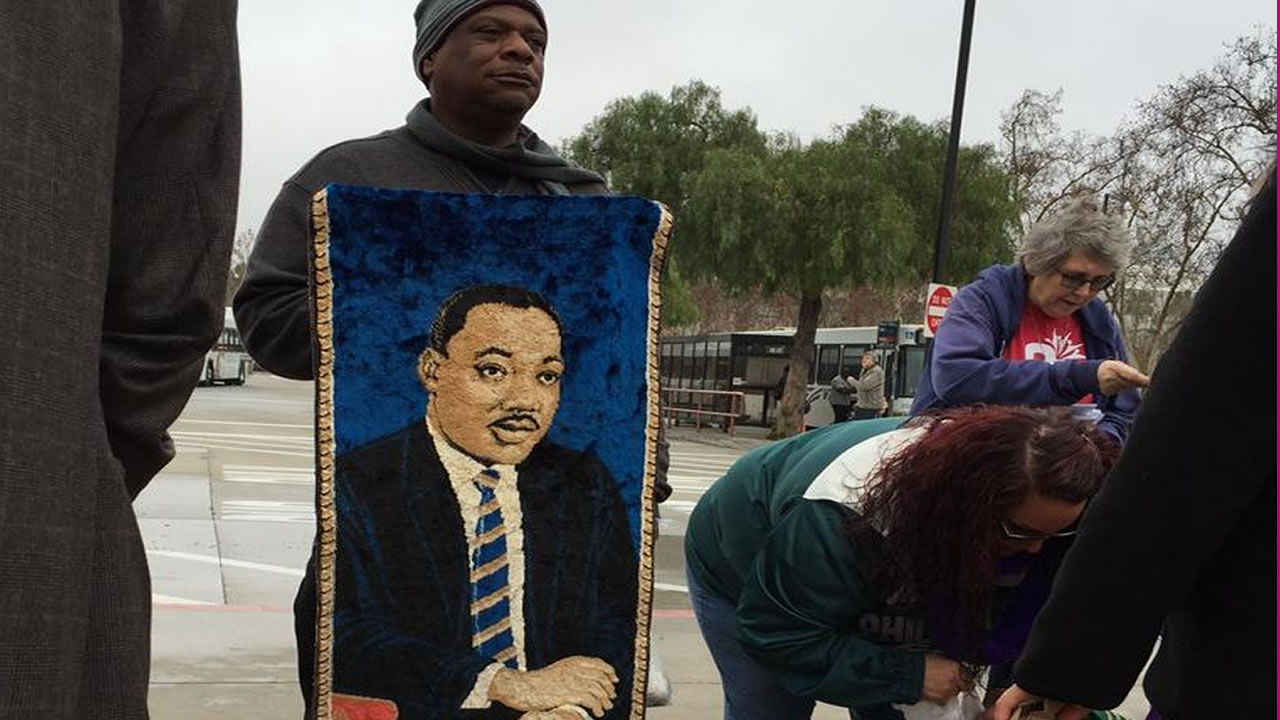 "<div class=""meta image-caption""><div class=""origin-logo origin-image ""><span></span></div><span class=""caption-text"">""The train rides are ending, but Dr. King's legacy continues,"" said a passenger on Monday, Jan. 19, 2015. (@nicksmithnews)</span></div>"