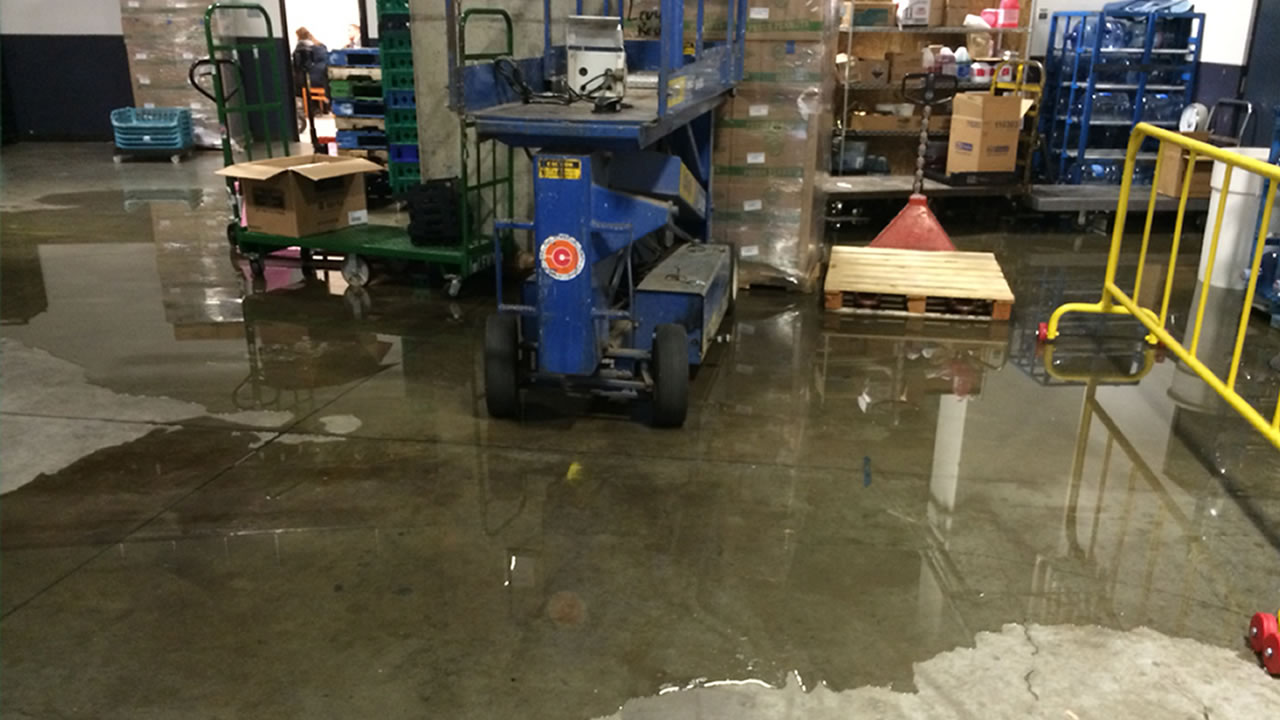 Oracle Arena deals with minor flooding on first floor during Warrior's game