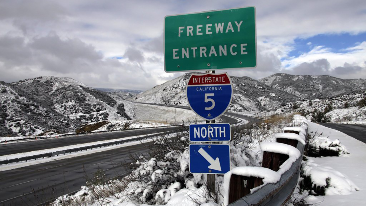 Snow causes hours-long backup on I-5 through Grapevine