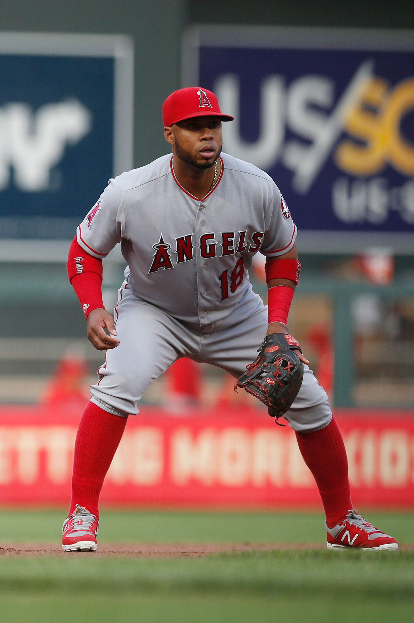 <div class='meta'><div class='origin-logo' data-origin='none'></div><span class='caption-text' data-credit='Jim Mone/AP Photo'>Luis Valbuena, a former MLB player who competed for 11 seasons, died in a car crash in Venezuela at age 33.</span></div>