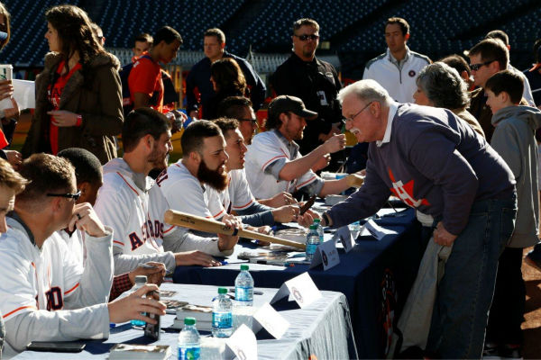 """<div class=""""meta image-caption""""><div class=""""origin-logo origin-image """"><span></span></div><span class=""""caption-text"""">Thousands of fans enjoyed activities, including autograph sessions with many current and former Astros players and so much more!</span></div>"""