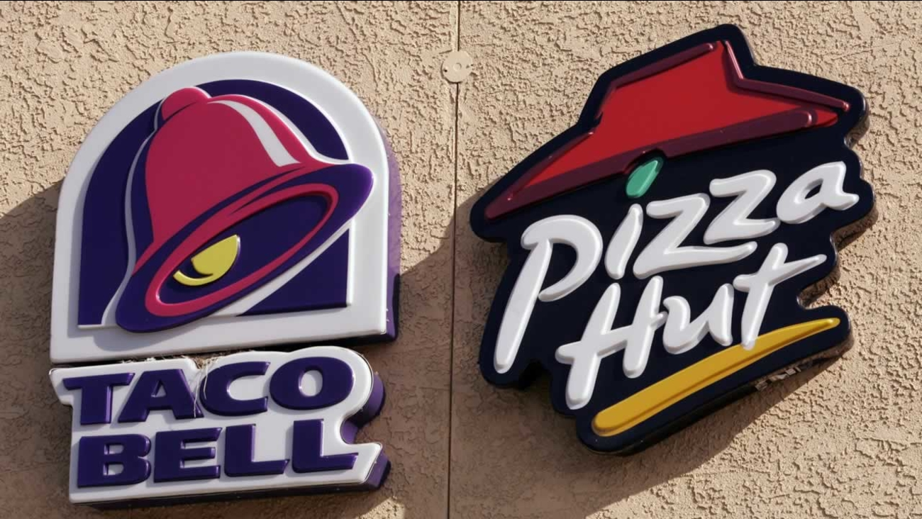 Taco Bell and Pizza Hut signs