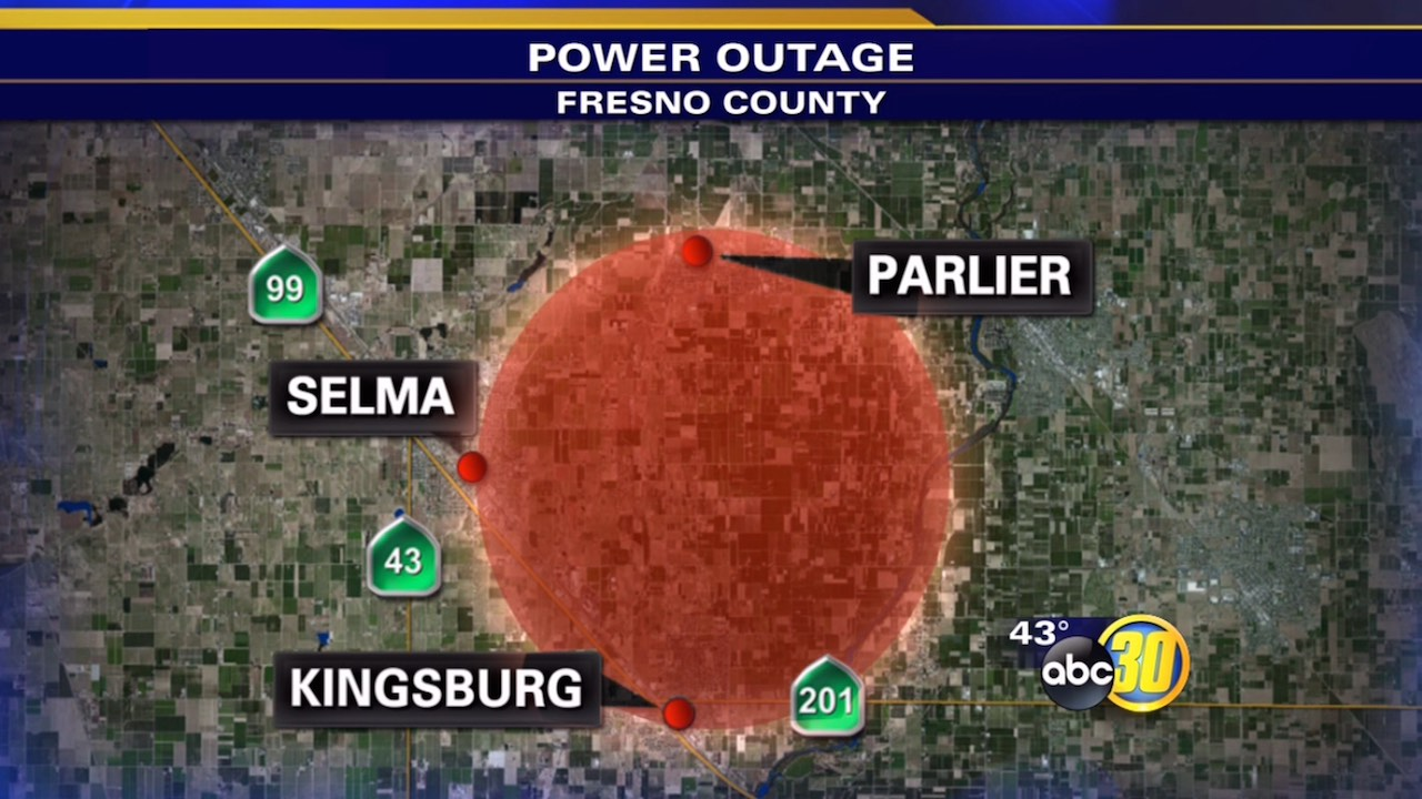 Parlier crash knocks out power to hundreds