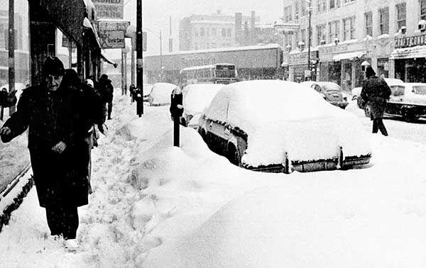 "<div class=""meta image-caption""><div class=""origin-logo origin-image none""><span>none</span></div><span class=""caption-text"">Jan. 1979: A blizzard shuts down Chicago (Photo/Fred Jewell)</span></div>"