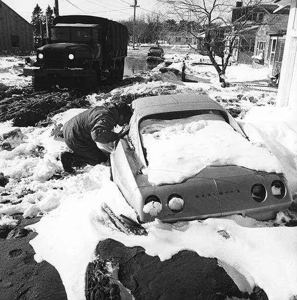 "<div class=""meta image-caption""><div class=""origin-logo origin-image none""><span>none</span></div><span class=""caption-text"">Feb. 1978: A National Guardsman looks inside a car in Hampton, N.H. (Photo/TIM SAVARD)</span></div>"