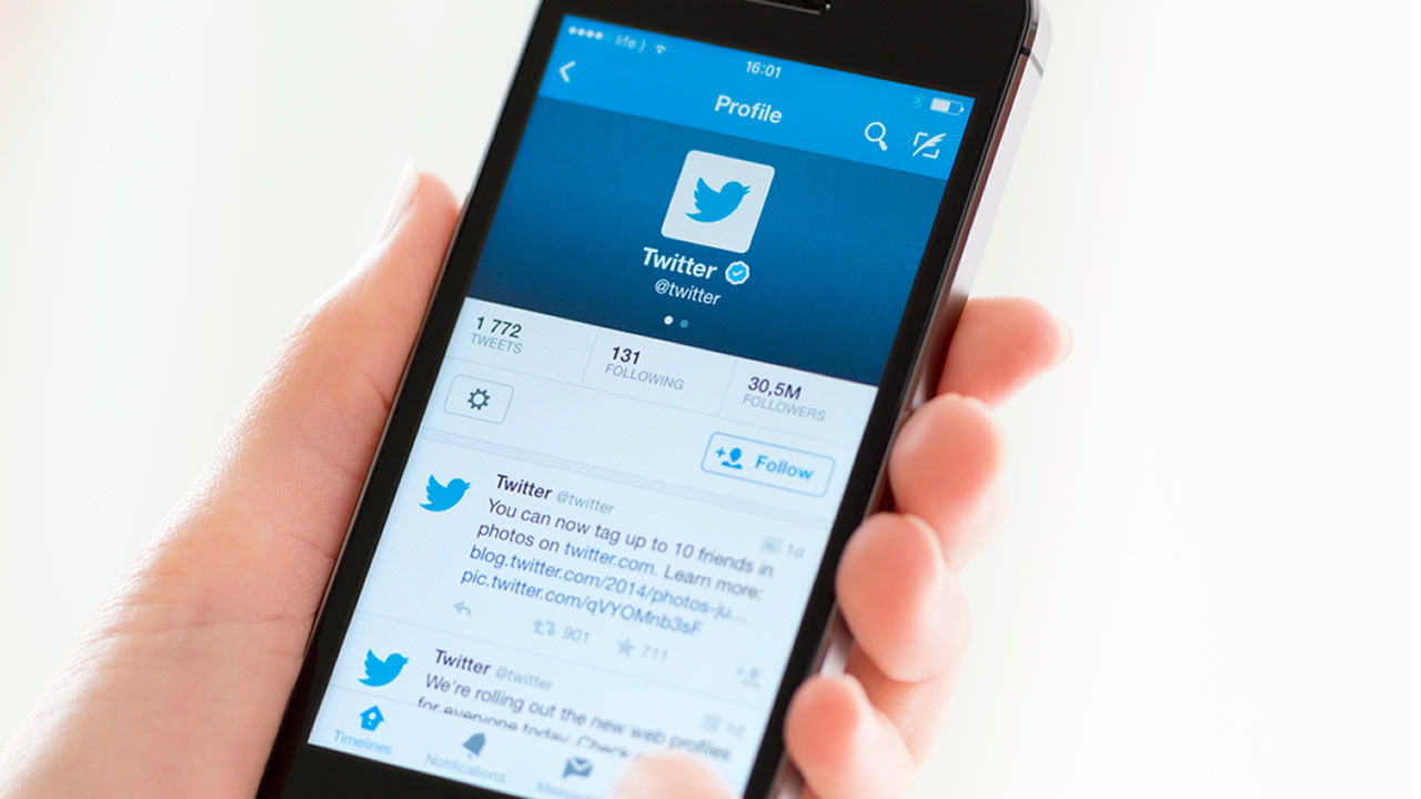 A person holds an iPhone 5s with the Twitter app on its screen, May 30,2014.
