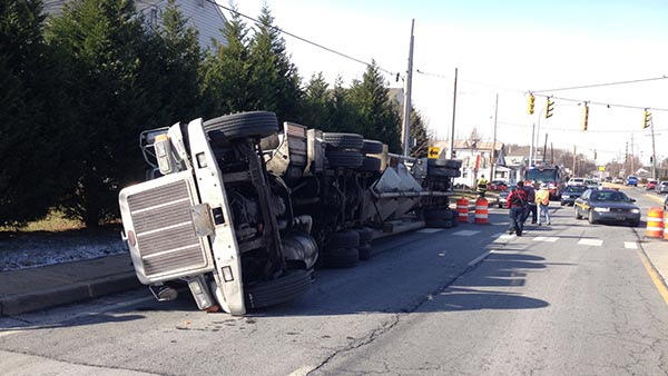 Tractor trailer overturns in Belvedere, Del.