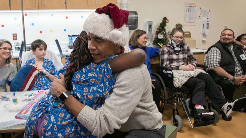 Obama Christmas.Obama Claus Surprises Patients Staff At Washington Hospital